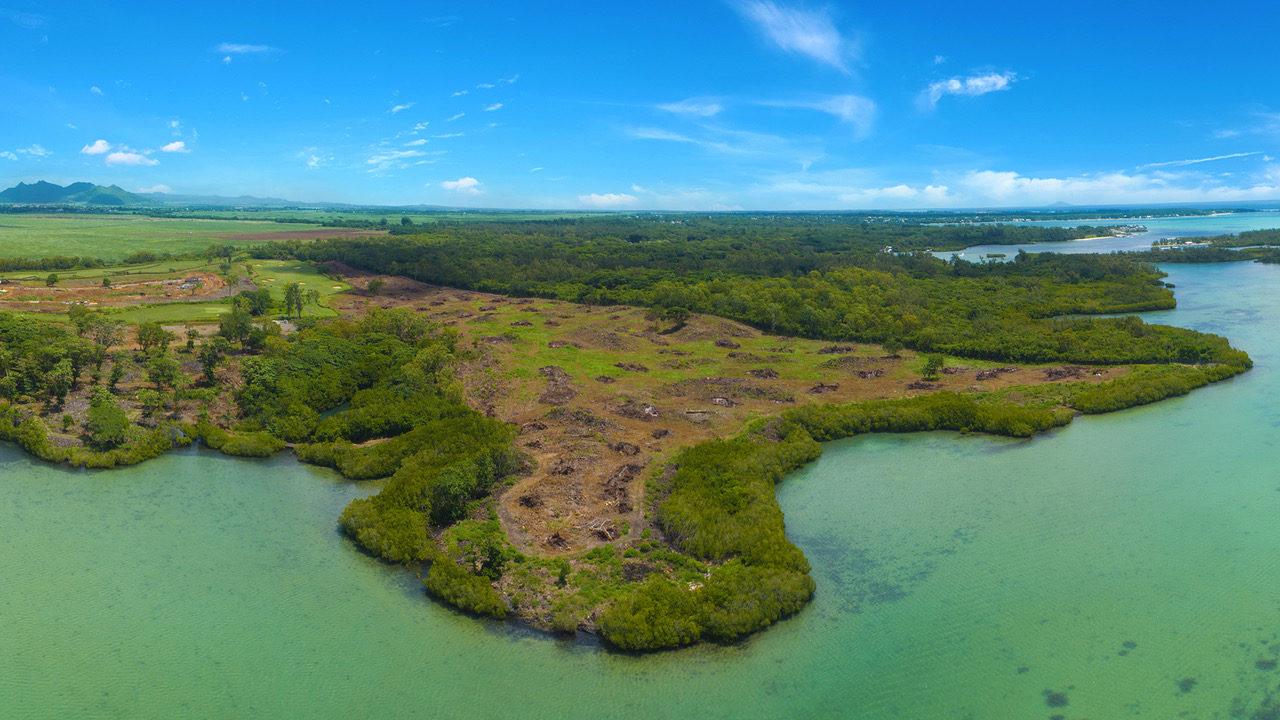 Terrain à bâtir de 2 229 m2 avec vue sur la mer et les jardins du domaine