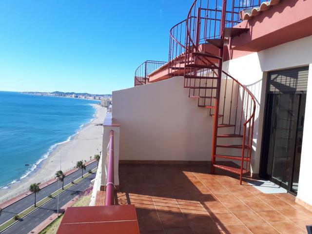 Vue exceptionnelle de ce penthouse en première ligne de mer