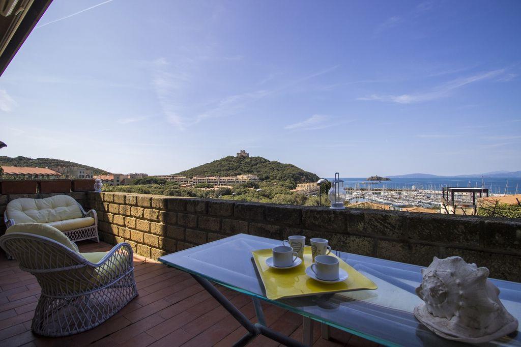 Appartement de 100 mètres carrés avec une grande terrasse