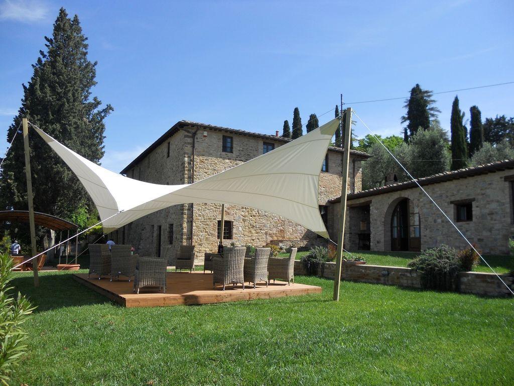 La villa a été construite sur les ruines d'une ancienne tour et a été érigé..