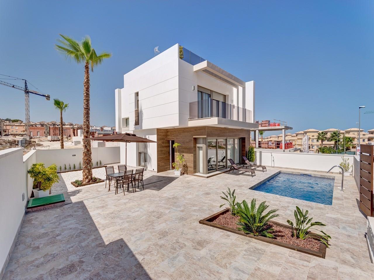 La villa est construite sur un terrain de 289m2