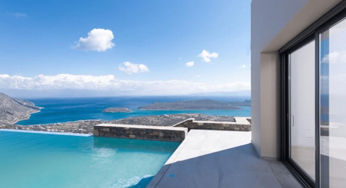 Villa situé sur une colline face à l'île historique de Spinalonga Grèce