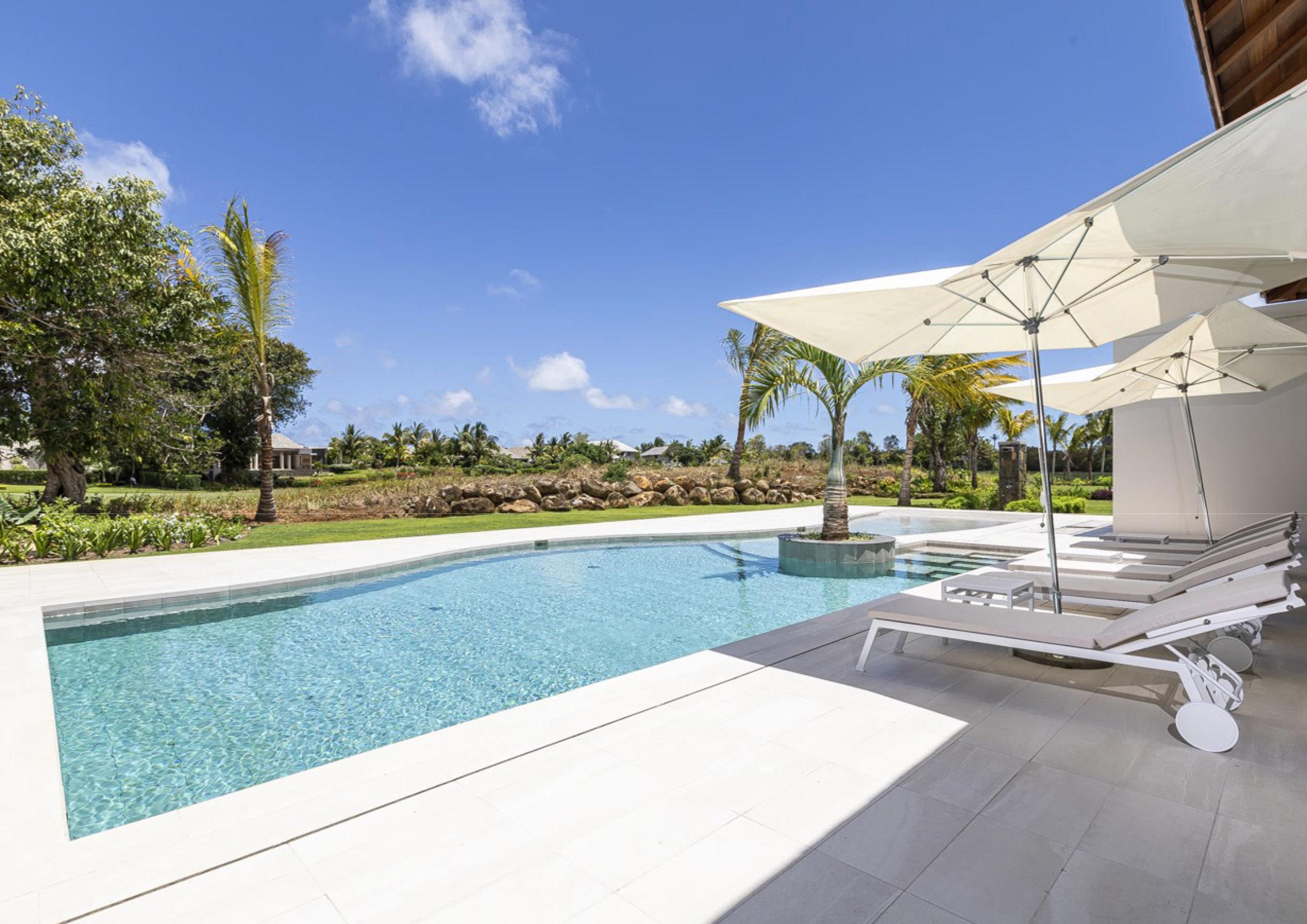 Magnifique villa contemporaine de 400 m2 sur un terrain de 2003 m2