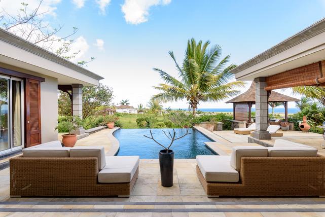 Villa à vendre vue à 180° domaine de 2500 hectares golf activités nautiques