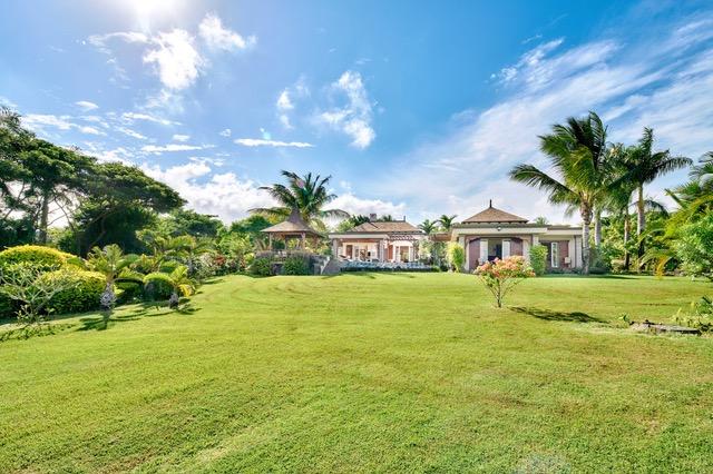 Villa sur une vaste parcelle de 1 750 m² au coeur du golf du Domaine