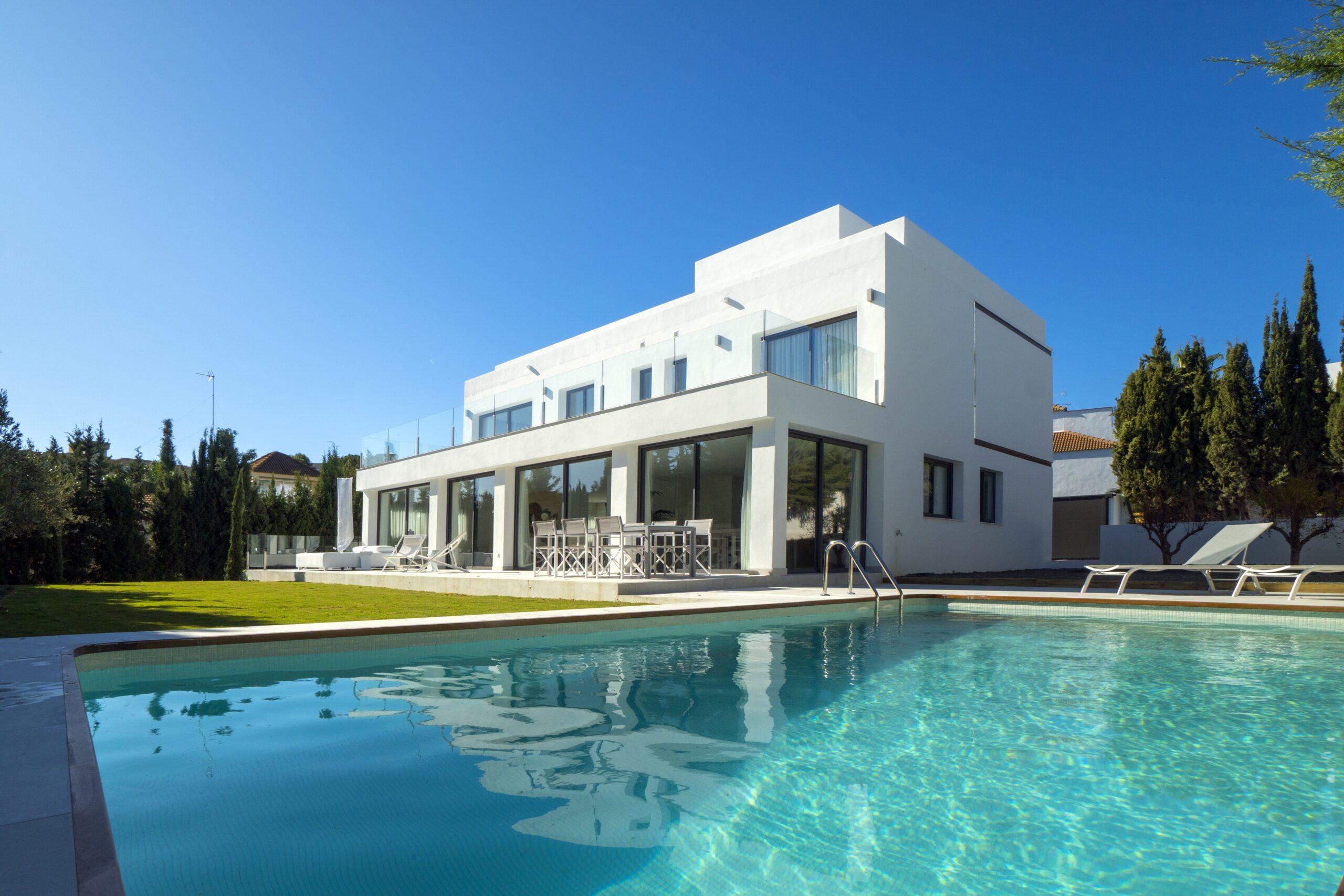 Maison neuve à vendre à Marbella de 359m2 sur un terrain de 952m2