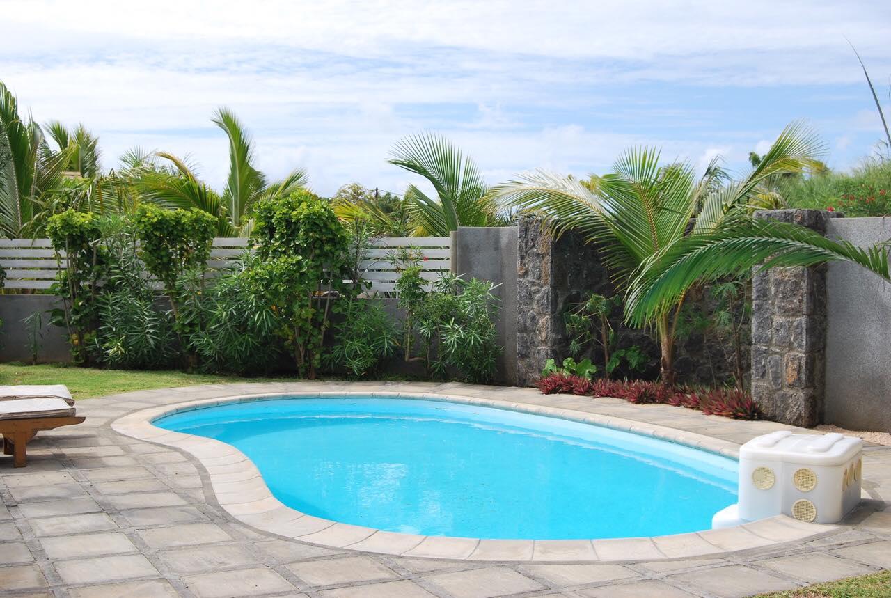 Maison moderne dans un complexe sécurisé – piscine et jardin privés